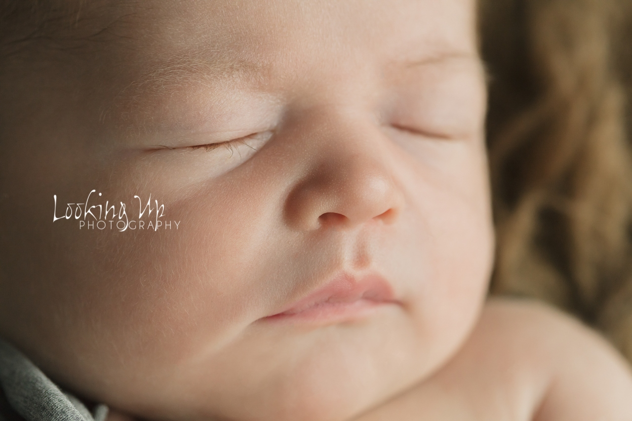 The Thinker (Ridgefield Newborn Photographer)