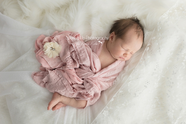 LookingUpPhotography_GreenwichNewborns_Baby Girl S_ IMG_0834