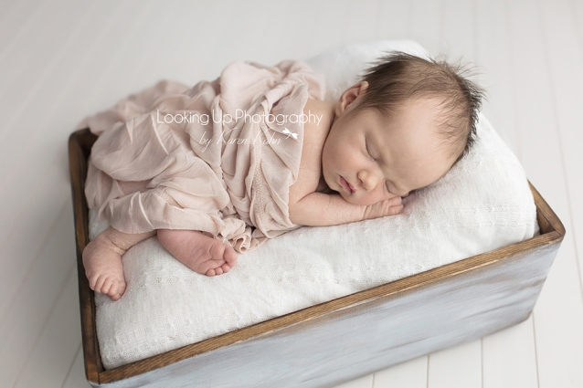 LookingUpPhotography_GreenwichNewborns_Baby Girl S_ IMG_0981